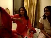 Видео индийских девушек